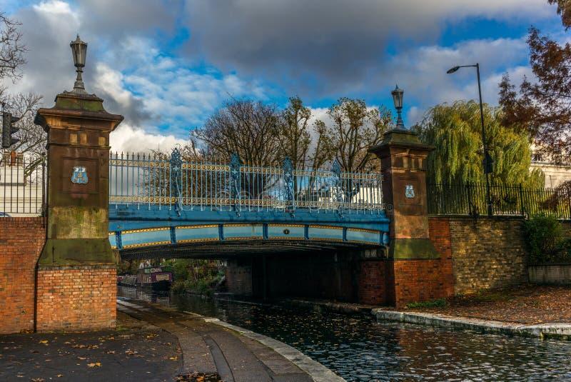 Most na Regent ` s kanale w Małym Wenecja w Londyn zdjęcie stock