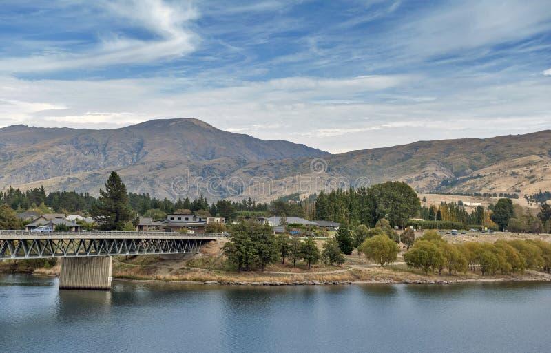 Most nad Kawarau rzeką Dunstan w społeczności miejskiej Cromwell jeziorem i, Środkowy Otago, Nowa Zelandia fotografia stock