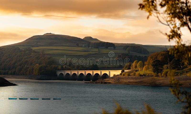 Most nad LadyBower rezerwuarem obraz stock