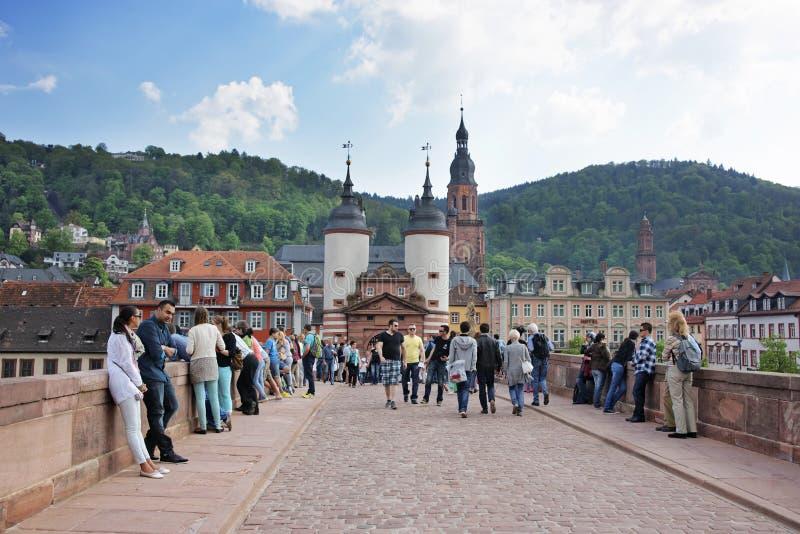 Most nad rzeką miasto brama w lecie Heidelberg fotografia stock