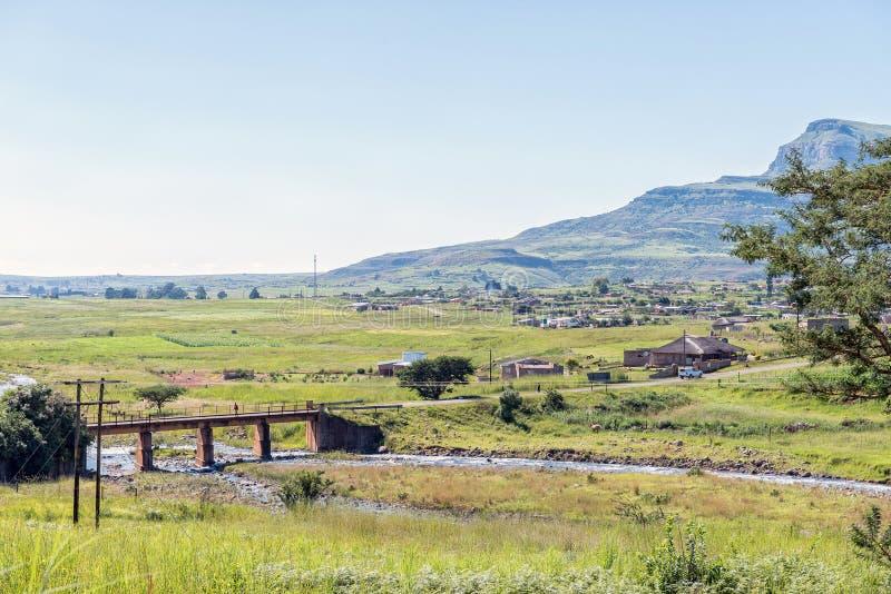 Most nad rzeką Tugela w pobliżu Parku Narodowego Królewskiego zdjęcia royalty free