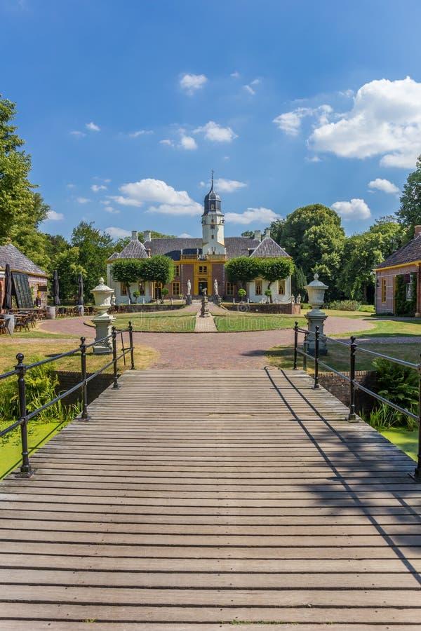 Most prowadzi Fraeylemaborg dw?r w Slochteren obrazy royalty free