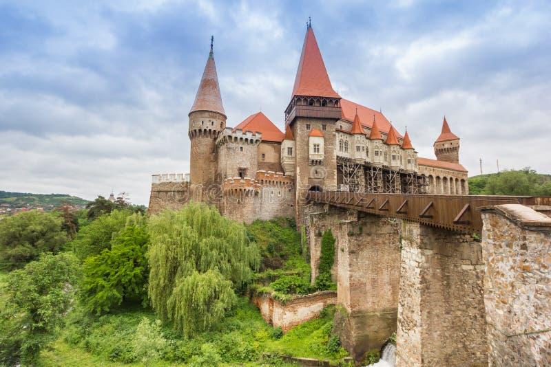 Most prowadzi kasztel w Hunedoara obraz royalty free