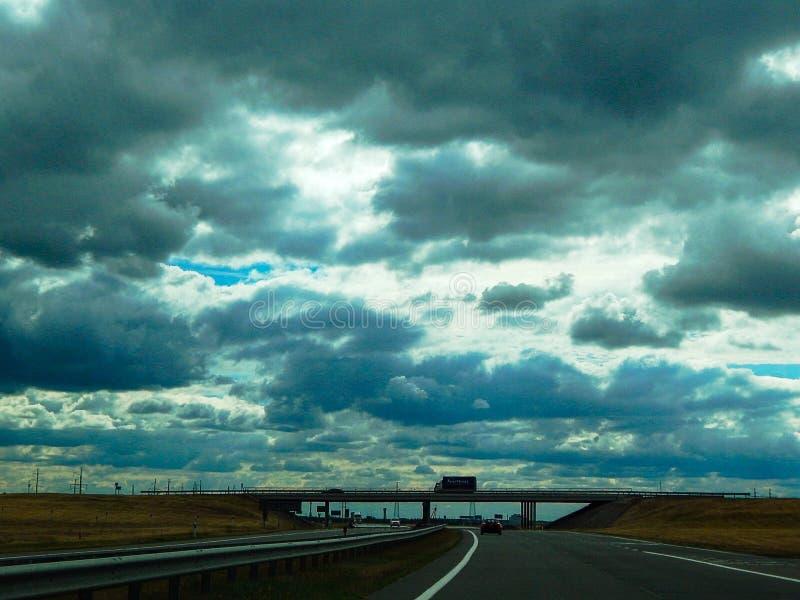 Most przez niebo i drog? zdjęcia royalty free