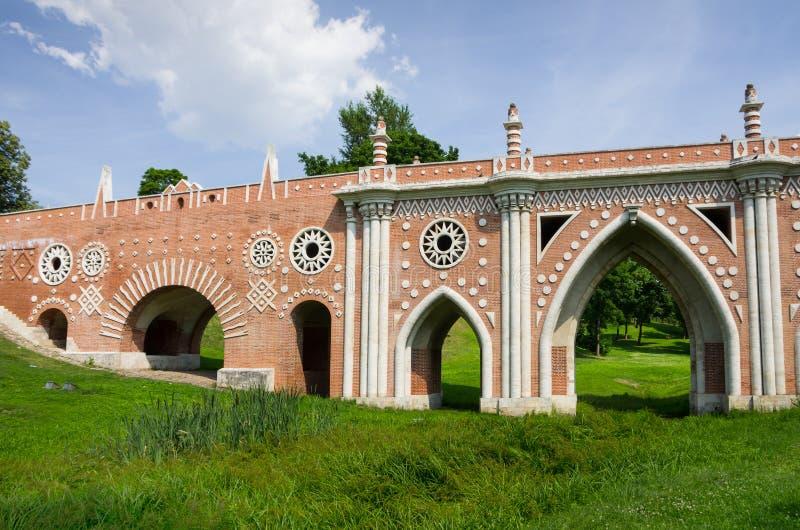 Download Most przy Tsatitsino obraz stock. Obraz złożonej z zabytek - 57672903
