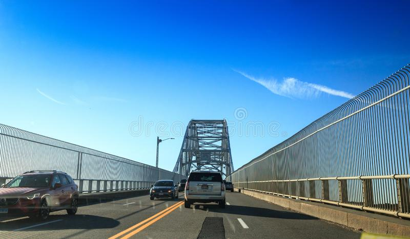 Most Sagamore w Bourne, Massachusetts na autostradzie w kierunku miasta Bostonu fotografia stock