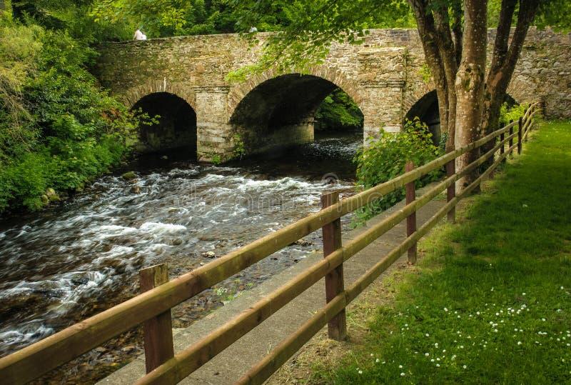 Most Spotkanie nawadnia Avoca Wicklow Irlandia zdjęcie royalty free