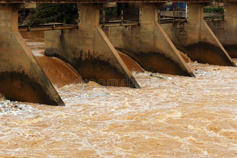 Download Most Stary zniszczony most zdjęcie stock. Obraz złożonej z rzeka - 41953066