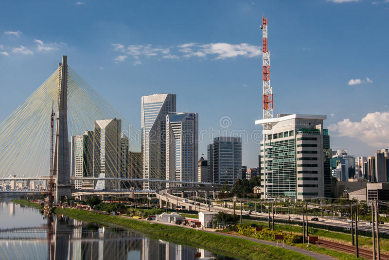 Most w Brzeżnym Pinheiros Sao Paulo Brazylia fotografia royalty free