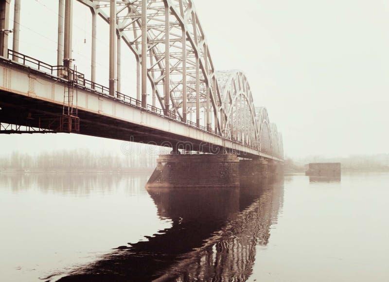 Most w mgle obraz royalty free