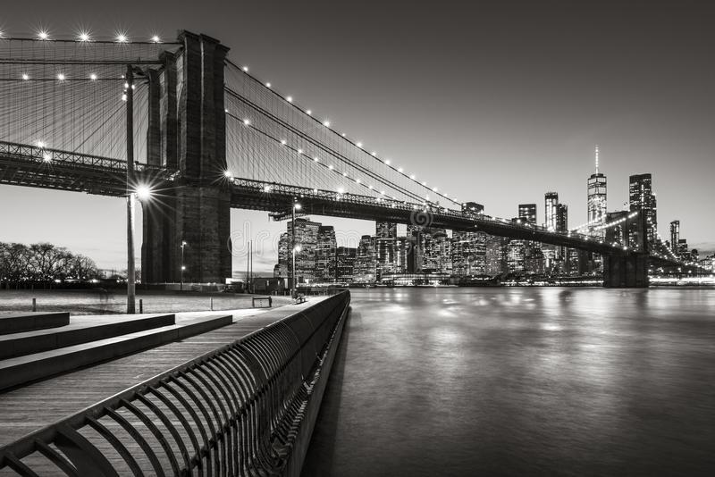 Mosta Brooklyńskiego Parkowy boardwalk w Czarnym & Białym Brooklyn, Miasto Nowy Jork obrazy stock