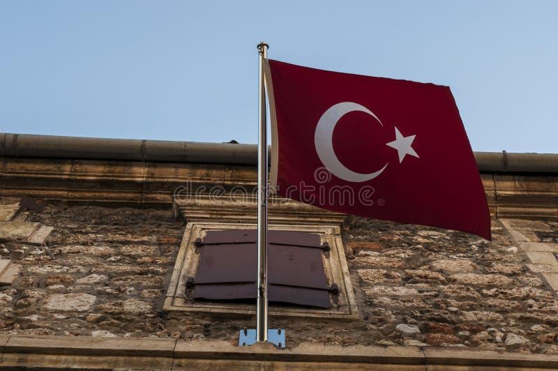 Mostar, Bósnia e Herzegovina, Europa, general de consulado turco, bandeira, crescente, estrela, cidade velha, rua, arquitetura, s fotografia de stock royalty free