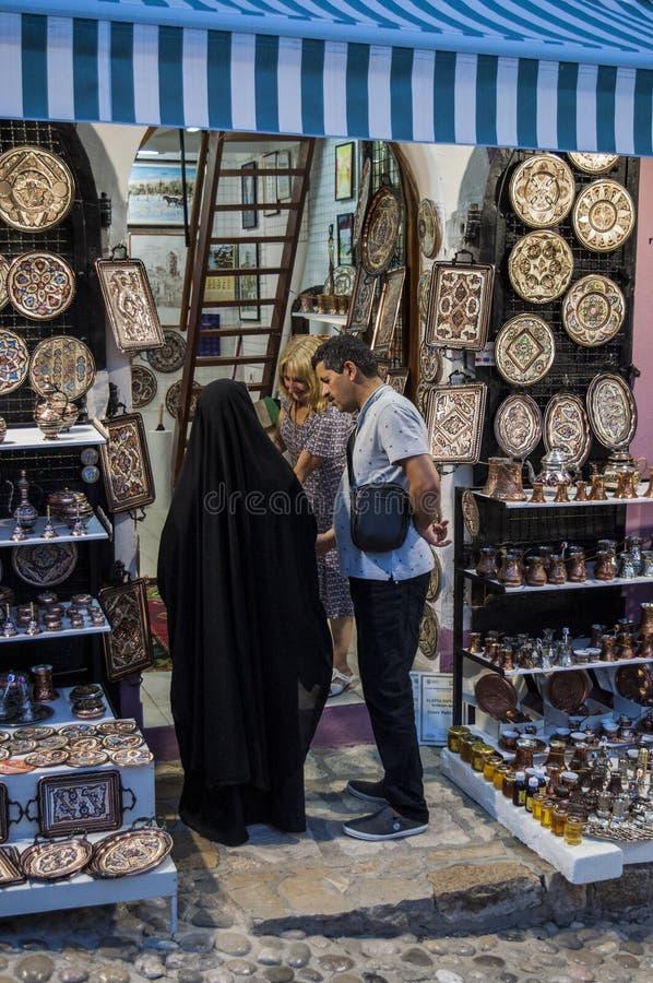 Mostar, Basar, Markt, Einkaufen, Handwerk, Familie, Islam, lokale Leute, Bosnien und Herzegowina, Europa lizenzfreie stockbilder