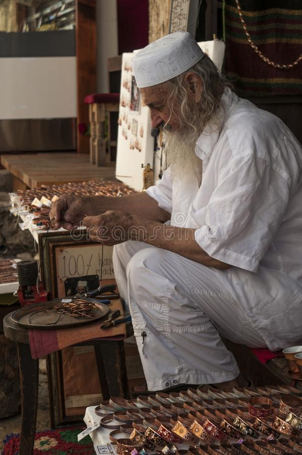 Mostar, bazar, mercado, compras, artes, trabajador, gente local, Bosnia y Herzegovina, Europa foto de archivo libre de regalías