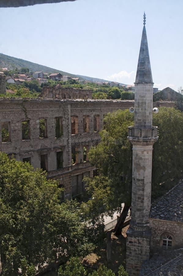 Mostar, Bosnia y Herzegovina, Europa, bombardeo, palacio, ciudad bombardeada, vieja, calle, arquitectura, caminando, horizonte, g fotografía de archivo libre de regalías