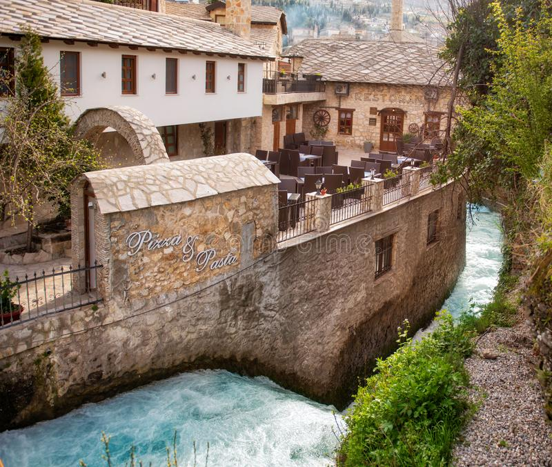 Mostar Bosnie - canaux en ville photo stock