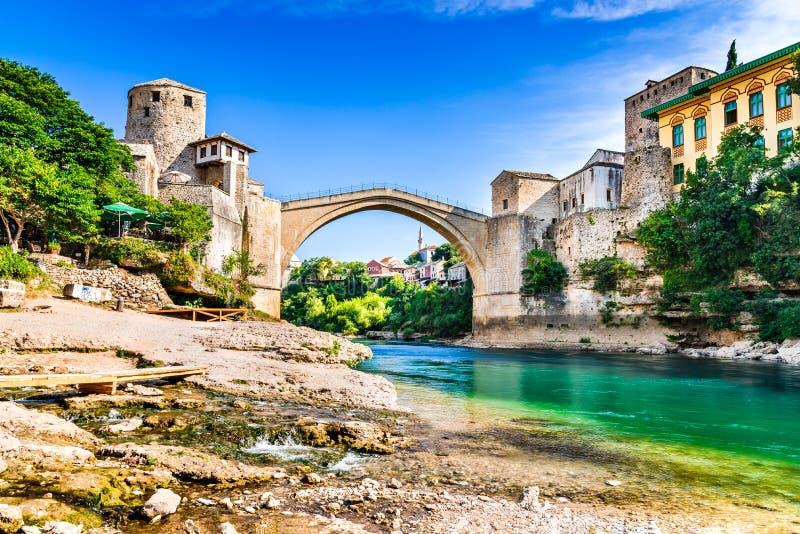 Mostar Bosnien och Hercegovina - Stari mest, gammal bro royaltyfri fotografi