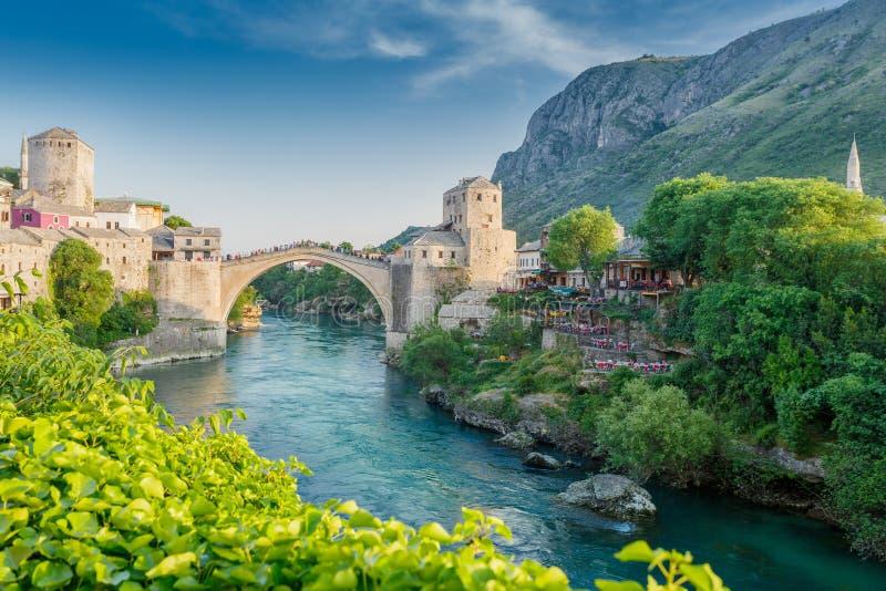 Mostar bro i Bosnien fotografering för bildbyråer