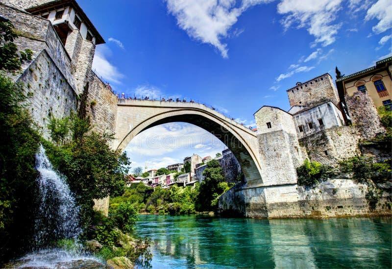 Mostar bro i Bosnien royaltyfri foto