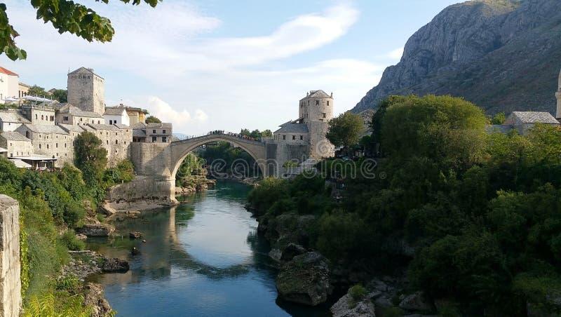 Mostar e sua ponte famosa, Bósnia imagem de stock