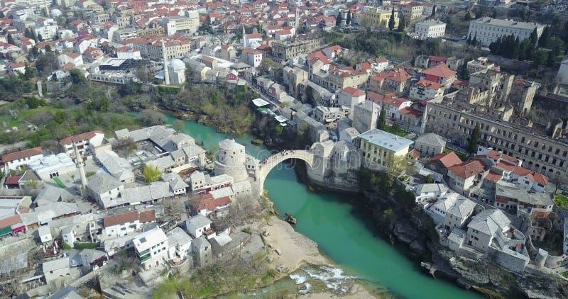 Mostar gammal bro över den Neretva floden royaltyfri fotografi