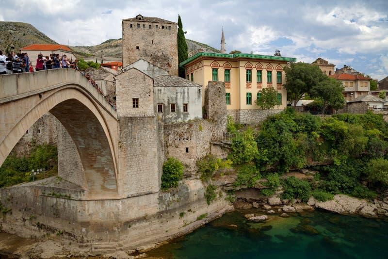 Mostar - gammal bro- och Neretva flod, Bosnien och Hercegovina royaltyfria foton