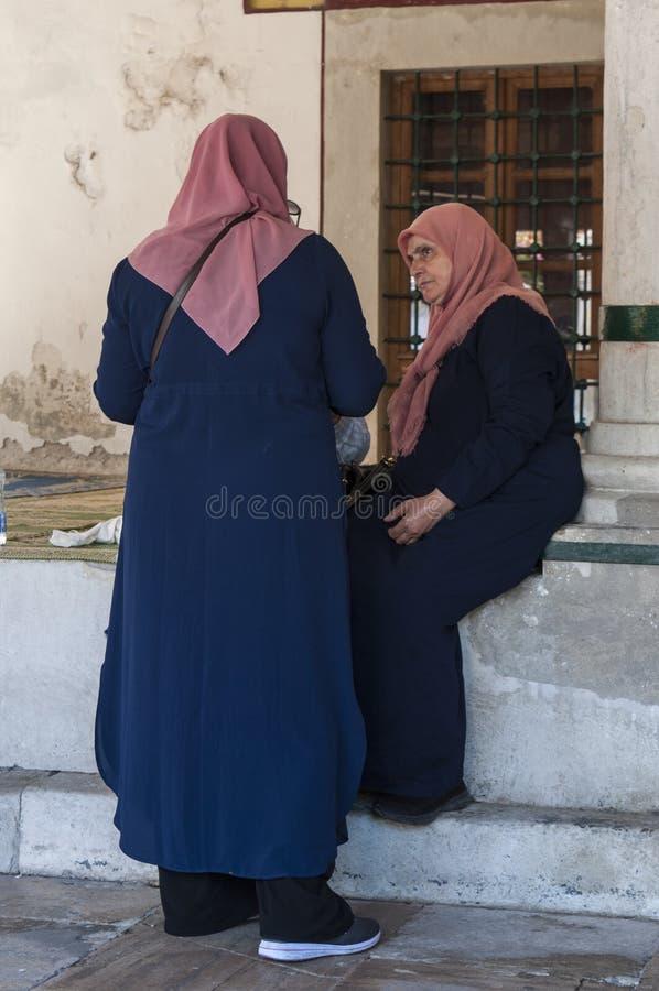 Mostar, Koski Mehmed Pasha Mosque, Frauen, Gebet, Bosnien und Herzegowina, Europa, Islam, Religion, Ort der Verehrung lizenzfreies stockbild