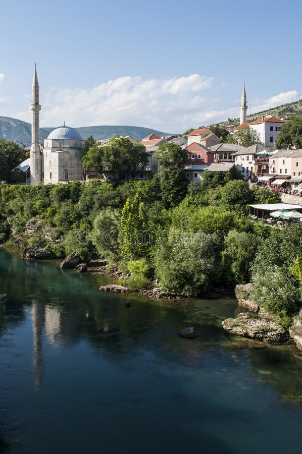 Mostar, Neretva, Skyline, Koski Mehmed Pasha Mosque, Minarett, Bosnien und Herzegowina, Europa, Islam, Religion, Ort der Verehrun stockbild