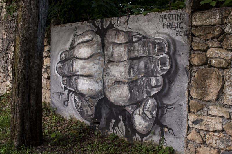 Mostar, palacio, bombardeado, pintada, mural, Bosnia y Herzegovina, Europa, arte de la calle, horizonte, guerra bosnio imagen de archivo