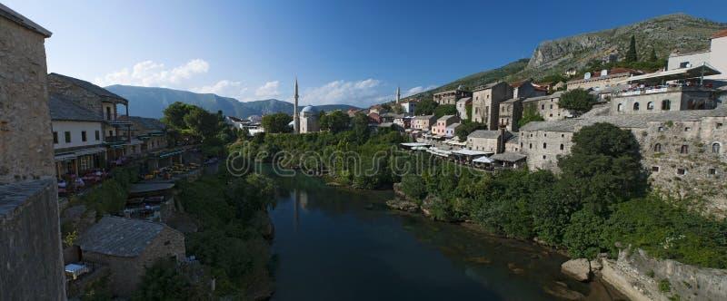 Mostar, Skyline, Fluss, Neretva, Moschee, Minarett, Bosnien und Herzegowina, Europa, Islam, Religion, Ort der Verehrung lizenzfreie stockbilder
