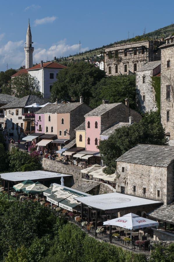 Mostar, Skyline, Fluss, Neretva, Moschee, Minarett, Bosnien und Herzegowina, Europa, Islam, Religion, Ort der Verehrung stockbild