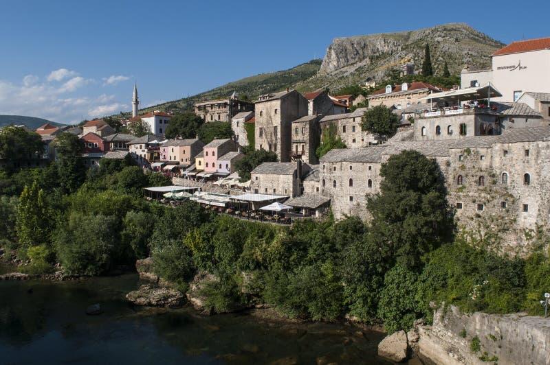 Mostar, Skyline, Fluss, Neretva, Moschee, Minarett, Bosnien und Herzegowina, Europa, Islam, Religion, Ort der Verehrung stockfotos