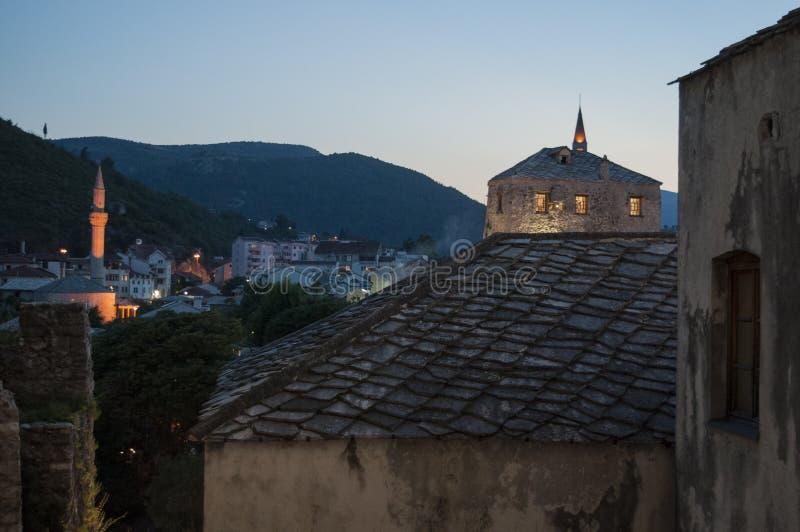 Mostar, Skyline, Fluss, Neretva, Moschee, Minarett, Bosnien und Herzegowina, Europa, Islam, Religion, Ort der Verehrung stockfotografie