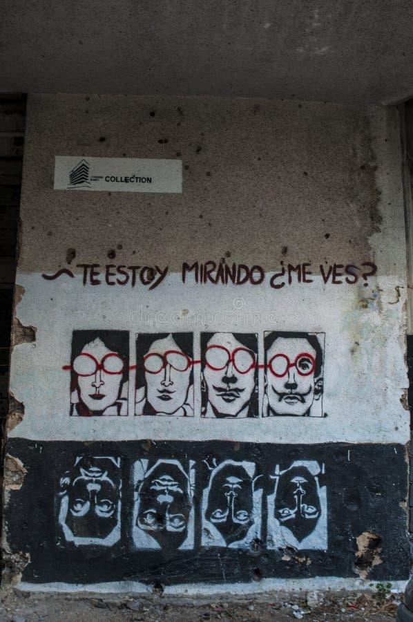 Mostar, Staklena Banka, banco de cristal viejo, pintada, mural, Bosnia y Herzegovina, Europa, arte de la calle, horizonte, guerra imagen de archivo libre de regalías