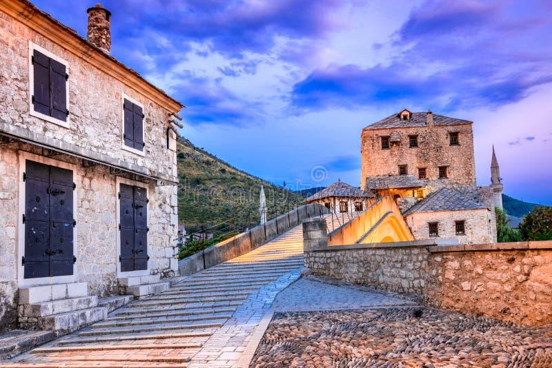 Mostar, Stari la mayoría del puente en Bosnia y Herzegovina fotografía de archivo