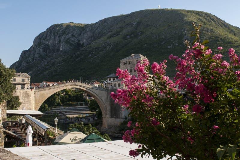 Mostar, Stari mais, ponte, Bósnia e Herzegovina velhas, Europa, cidade velha, rua, arquitetura, andando, skyline, bazar fotografia de stock