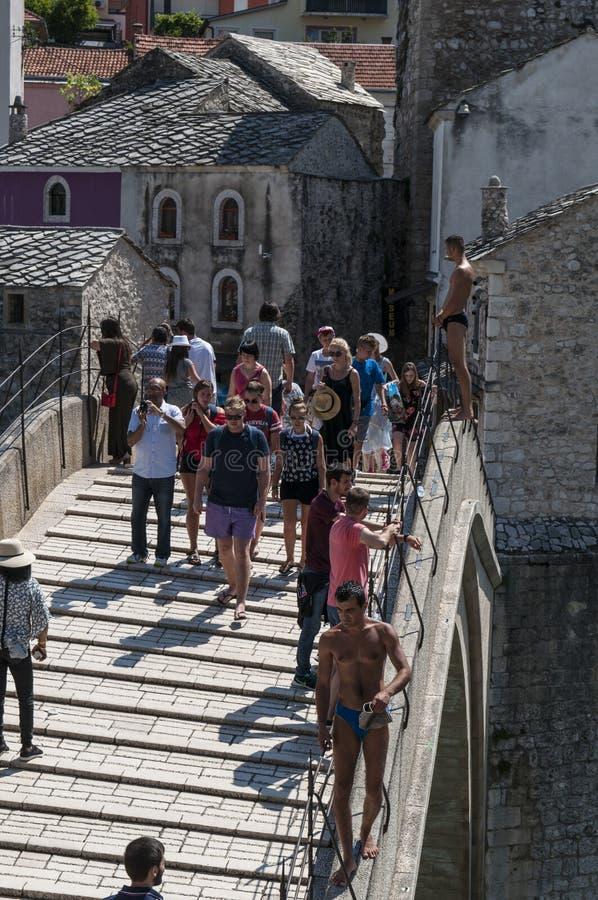 Mostar, Stari mais, ponte, Bósnia e Herzegovina velhas, Europa, cidade velha, telhados, arquitetura, andando, skyline, torre, sím imagens de stock