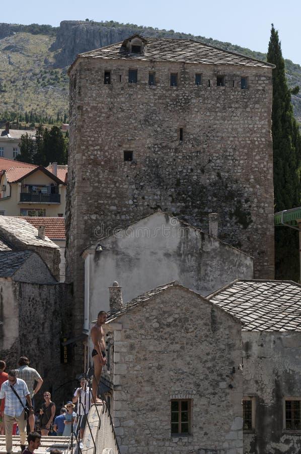 Mostar, Stari mais, ponte, Bósnia e Herzegovina velhas, Europa, cidade velha, telhados, arquitetura, andando, skyline, torre, sím foto de stock