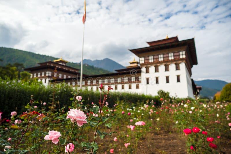 Mosteiro de Dzong na montanha do Himalaia Butão fotografia de stock