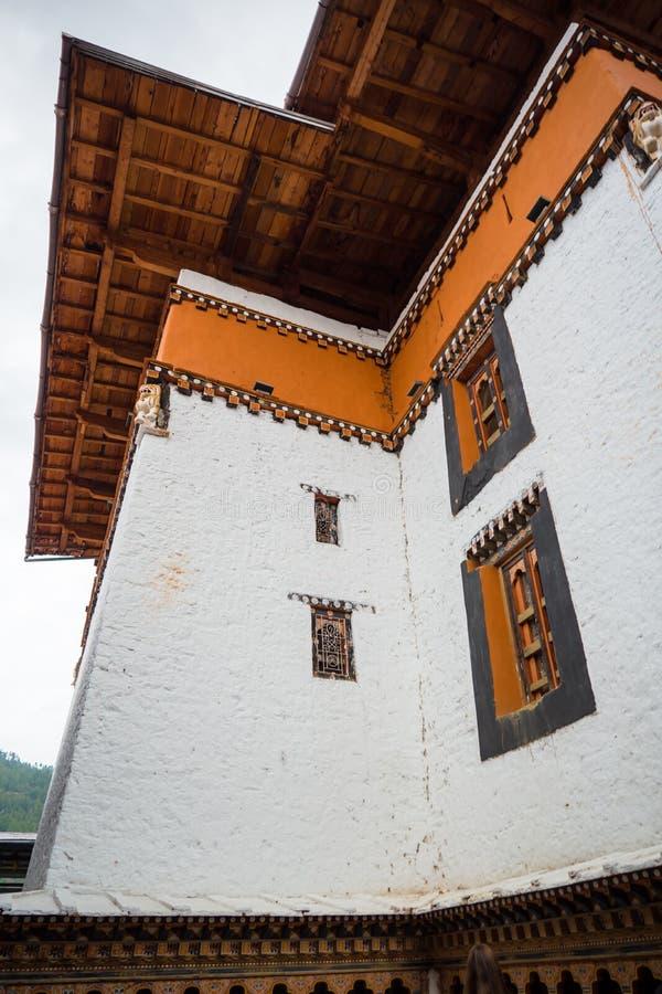 Mosteiro de Dzong na montanha do Himalaia Butão imagem de stock
