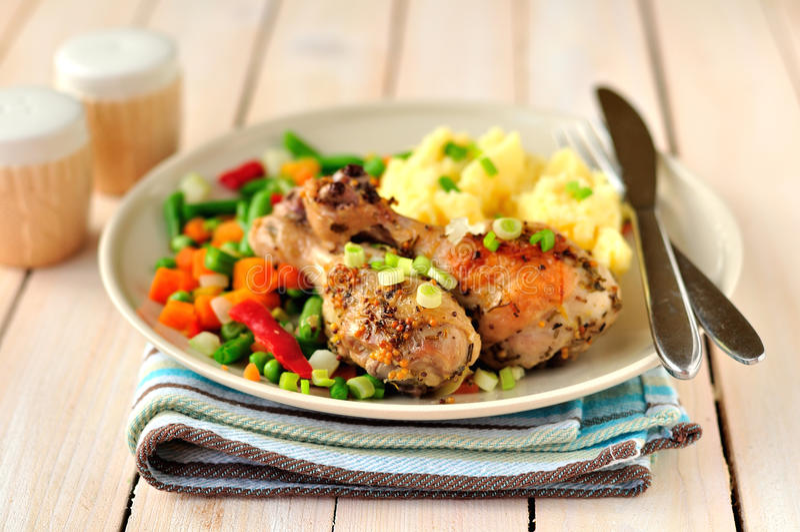 Mosterd, Citroen en Rosemary Roast Chicken stock foto's
