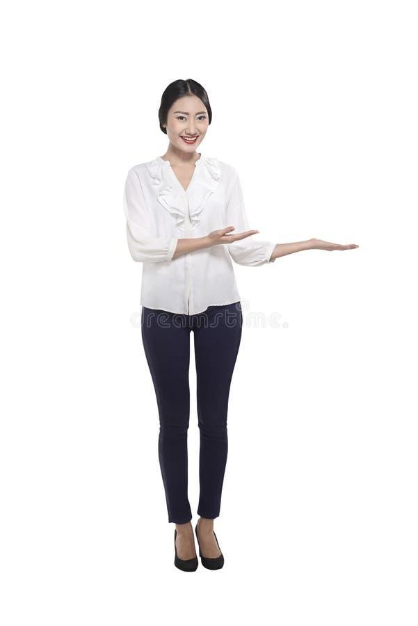 Mostra chinesa segura da mulher de negócio algo fotos de stock royalty free