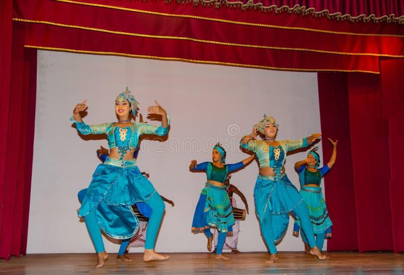 Mostra cingalesa do desempenho da dança tradicional imagens de stock royalty free