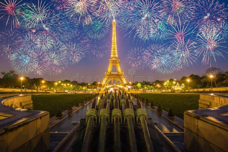Mostra clara do desempenho da torre Eiffel foto de stock