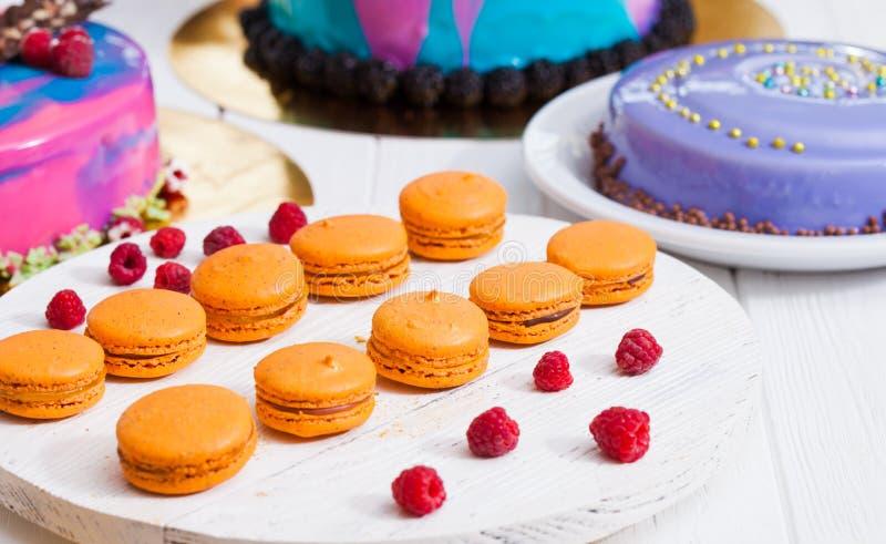 Mostra com sobremesa moderna - bolos e doces fotografia de stock royalty free