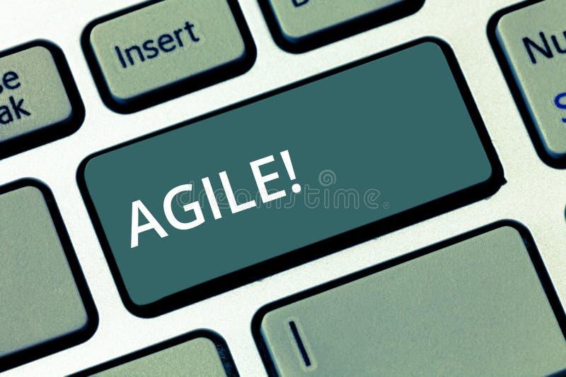 Mostra concettuale di scrittura della mano agile Il testo della foto di affari sviluppa un'agilità verso la chiave di tastiera de immagini stock libere da diritti