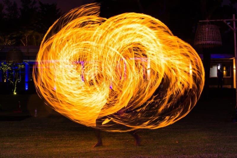Mostra da dança do fogo imagens de stock royalty free