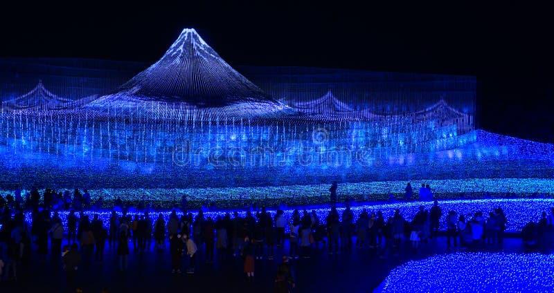 Mostra da iluminação da luz do inverno da montanha de Fuji imagem de stock