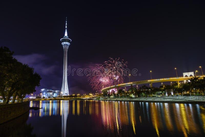A mostra da torre e dos fogos-de-artifício de Macau imagem de stock royalty free