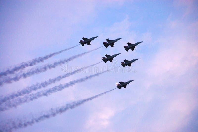 Mostra de ar do avião de combate F16 foto de stock royalty free